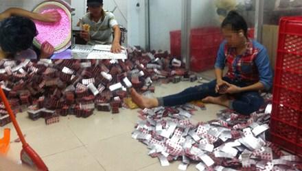 Bên trong lò làm thực phẩm chức năng `siêu bẩn` ở Sài Gòn