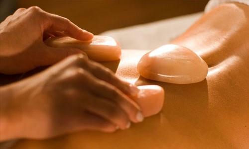 Sử dụng đá muối Himalaya để massage tại nhà, bạn đã thử qua?