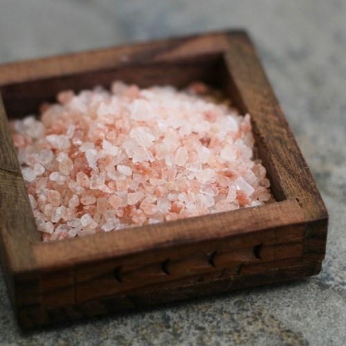 Những công dụng làm đẹp tuyệt vời của đá muối, bạn đã biết chưa?