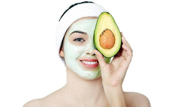 Đắp mặt nạ trái bơ ngay đi nếu bạn muốn sở hữu làn da sáng mịn