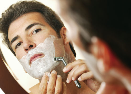 Hãy đầu tư dao cạo râu chất lượng để không làm tổn thương da mặt