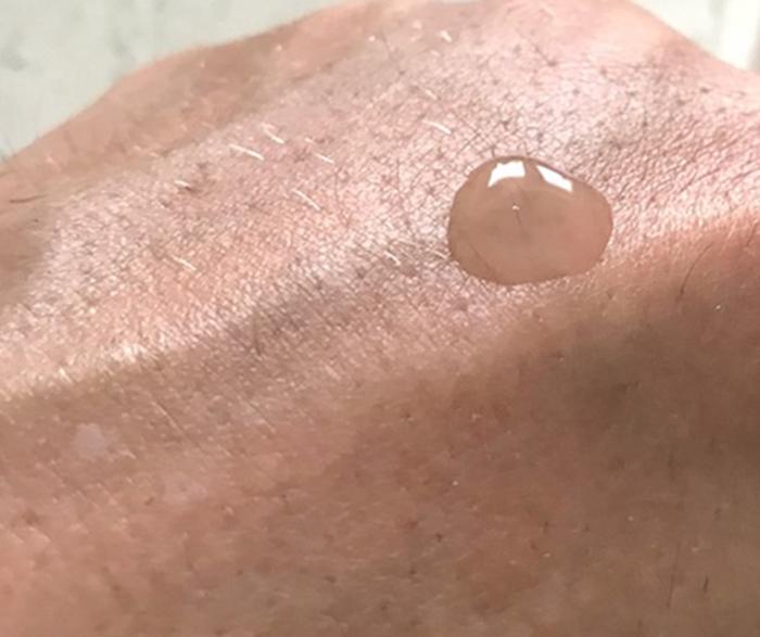 Paula's Choice Peptide Booster kết cấu dạng gel lỏng trong suốt nên dễ dàng thẩm thấu vào sâu bên trong làn da