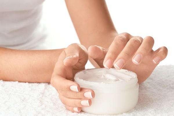 Trị sẹo trắng bằng kem đặc trị sẹo được xem là phương pháp an toàn và hiệu quả nhất