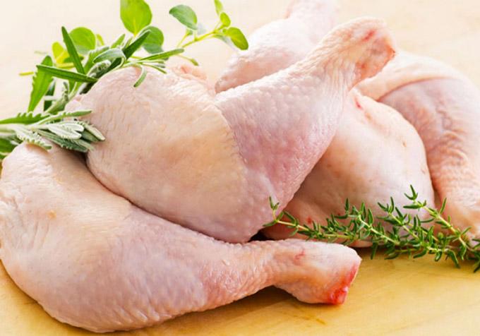 Salad với thịt gà xé là món ăn thơm ngon và vô cùng hiệu quả trong việc giảm cân