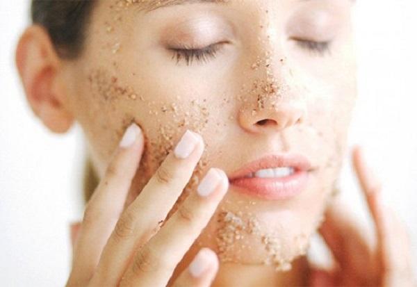 Tẩy tế bào da chết cho mặt giúp da hấp thụ kem dưỡng trắng da hoặc các dòng mỹ phẩm điều trị