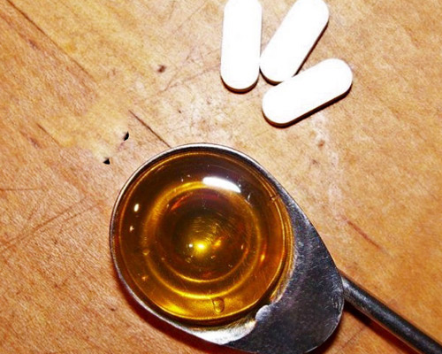 Hỗn hợp Aspirin, mật ong giúp da nhanh chóng sạch mụn