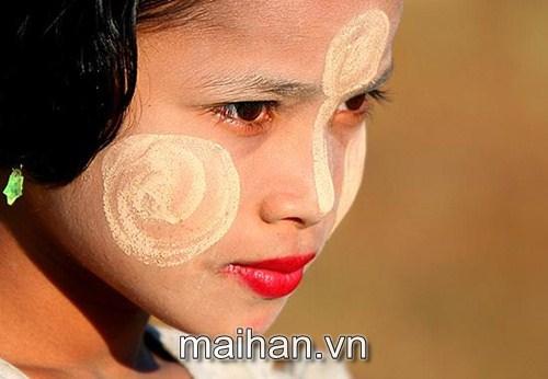 Bột cây chống nắng - Muôn kiểu chống nắng của phụ nữ trên thế giới