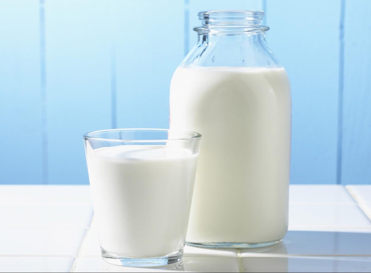 Sữa lạnh không những dưỡng da trắng sáng mà còn giúp da được thư giãn