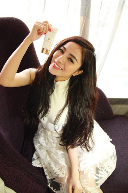 Kem dưỡng da trang điểm Sakura là sản phẩm yêu thích của hot girl Trang Anna