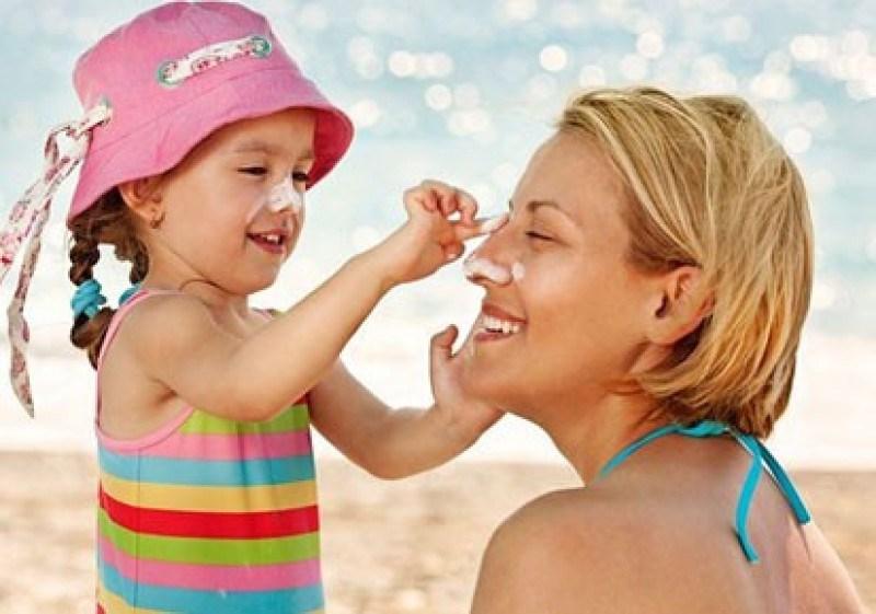 Kem chống nắng trắng da Candes thích hợp sử dụng cho da em bé, da mặt, da tay chân và những vùng da nhạy cảm nhất