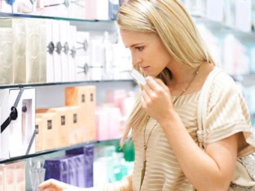 Ưu tiên kem dưỡng trắng da có chứa thành phần dưỡng ẩm
