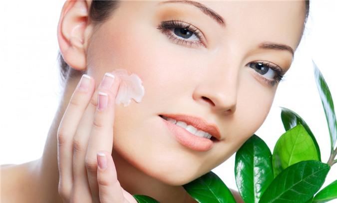 Dưỡng ẩm da mặt là bước quan trọng không thể bỏ qua trong quy trình chăm sóc da hằng ngày