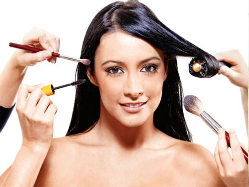 Trang điểm thường xuyên da sẽ rất yếu ớt và dễ tổn thương