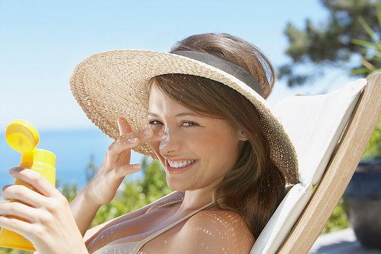 Chống nắng rất quan trọng trong việc điều trị nám da