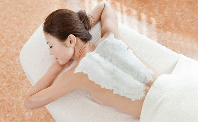Tắm trắng là bí quyết sở hữu làn da trắng sứ của nhiều chị em
