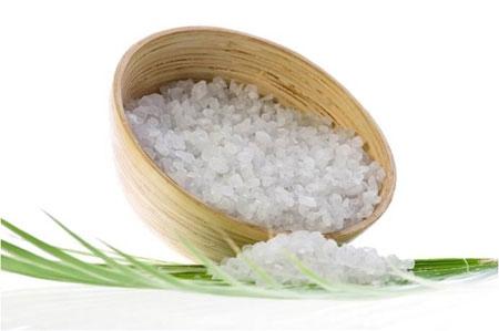 Chườm muối nóng là cách giảm mỡ thừa hiệu quả