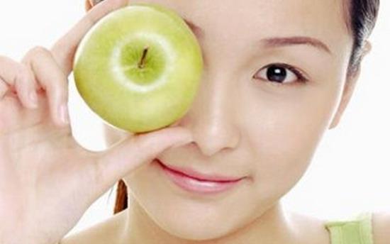 Làm đẹp da mặt từ táo xanh
