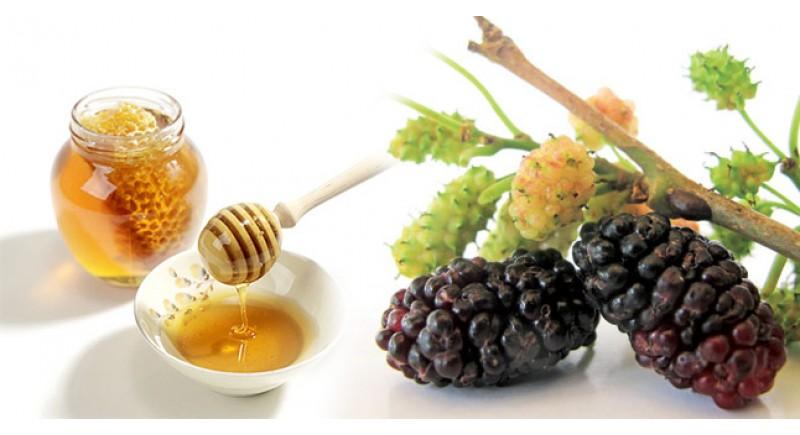 Tắm trắng bằng mật ong và dâu tằm da trắng sáng mà không bắt nắng