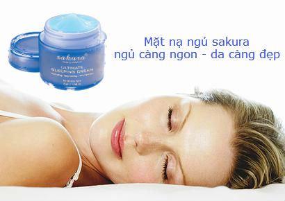 Mặt nạ ngủ Sakura vừa dưỡng da vừa giúp bạn thư giãn và có giấc ngủ ngon