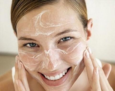 Bí quyết làm căng da mặt tự nhiên từ sữa tươi