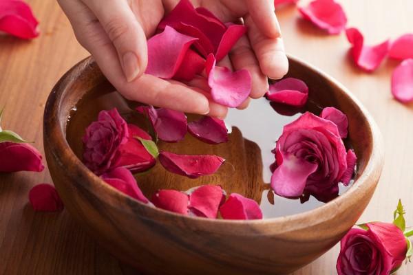 Nước hoa hồng rất quan trọng trong việc làm đẹp