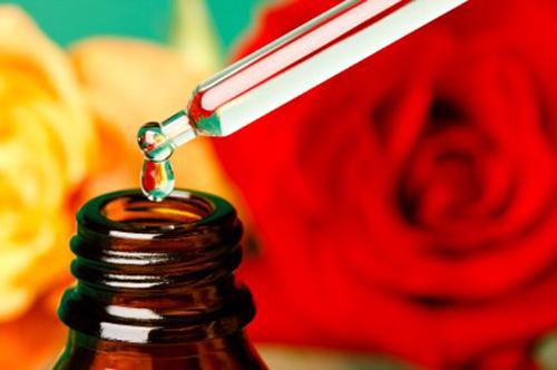 Làn da thường dùng nước hoa hồng có nồng độ cồn dưới 20%