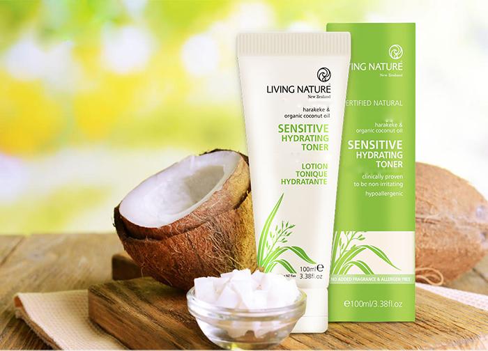 Nước cân bằng da Sensitive Hydrating Toner Living Nature làm dịu và khôi phục làn da nhạy, da kích ứng trở lại trạng thái ban đầu