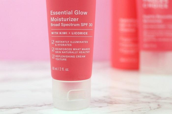  Defense Essential Glow Moisturizer SPF30 bảo vệ da khỏi tia UV và ánh sáng xanh từ thiết bị điện tử (màn hình vi tính, điện thoại…)