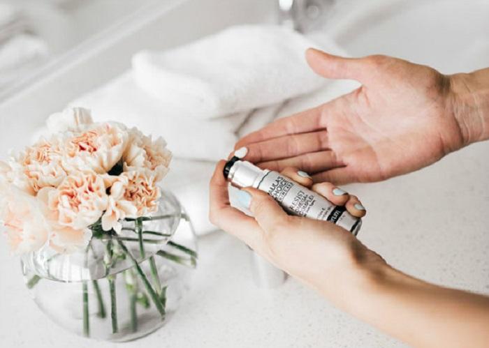   Serum dưỡng ẩm và siêu trẻ hóa Paula's Choice Resist Omega + Complex Serum đặc chế dạng lotion mang lại cảm giác thoải mái cho người dùng