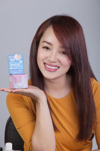 Miss Áo dài Nữ hoàng Doanh nhân Nguyễn Thị Bích Ngọc cũng  yêu chuộng dòng sản phẩm của White Label