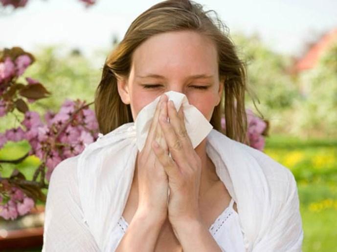 Chườm lạnh sẽ hạn chế ngứa ngáy khi dị ứng do kem trộn