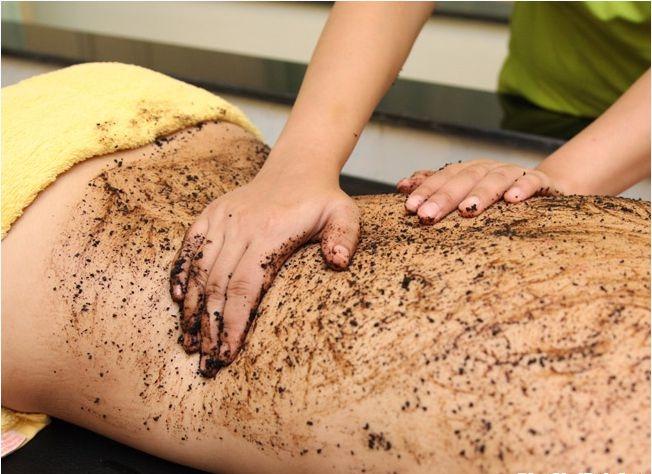 Học cách tắm trắng bằng bột cà phê cực hiệu quả cho cô nàng da ngăm
