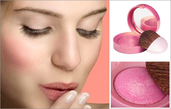 Phấn má hồng dạng kem dễ bám vào da hơn