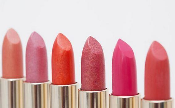 Sử dụng son môi đúng cách để giữ màu lâu hơn