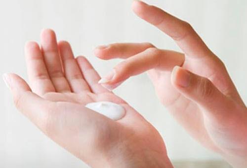 Việc thử trước mỹ phẩm mới giúp hạn chế đáng kể nguy cơ bị kích ứng da