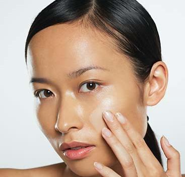 Bạn tuyệt đối không trang điểm nếu làn da chưa được vệ sinh sạch sẽ