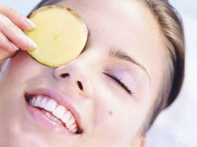 Mặt nạ xóa thâm quầng mắt bằng khoai tây