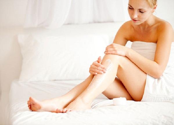 Thoa kem dưỡng trắng da toàn thân mỗi đêm trước khi ngủ cho da trắng mịn trong 7 ngày