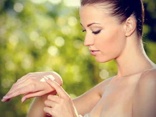 Nên thoa kem chống nắng mỗi ngày để bảo vệ da