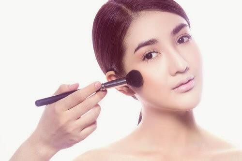 Make Up Tươi Đẹp Trẻ Trung Cho Những Ngày Du Lịch